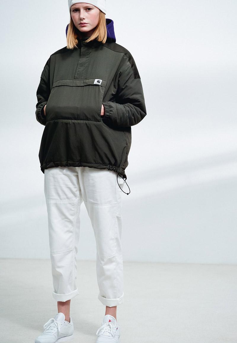 Carhartt WIP — dámská bunda přes hlavu — bílé kalhoty