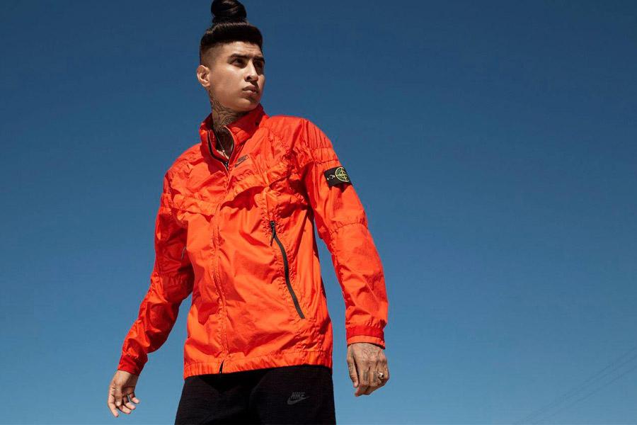 NikeLab Windrunner x Stone Island — pánská bunda — nepromokavá větrovka s kapucí — oranžová — windbreaker