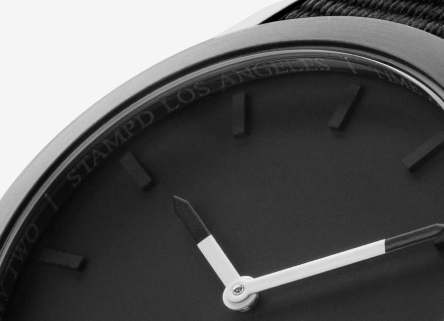 Triwa x Stampd — černé hodiny — detail ciferníku