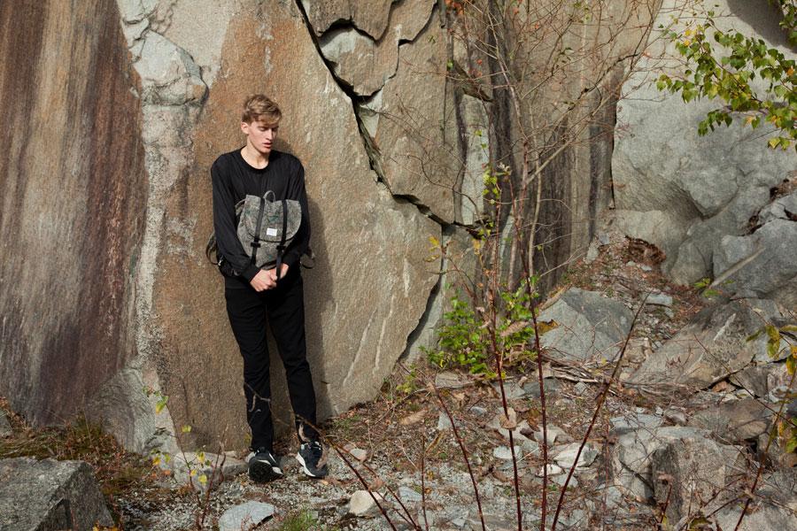 Sandqvist — stylové batohy a tašky — lookbook podzim/zima 2016 — šedý batoh se vzorem