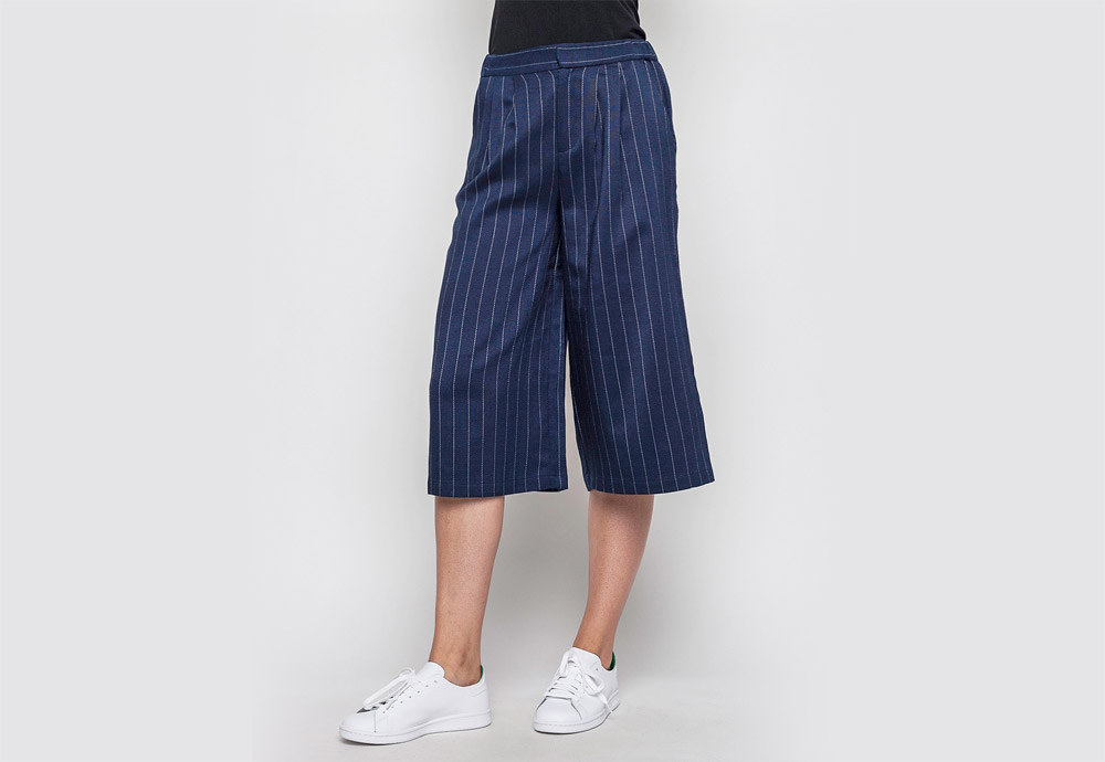 mbyM — modré culottes s proužky — dámské volné kalhoty pod kolena