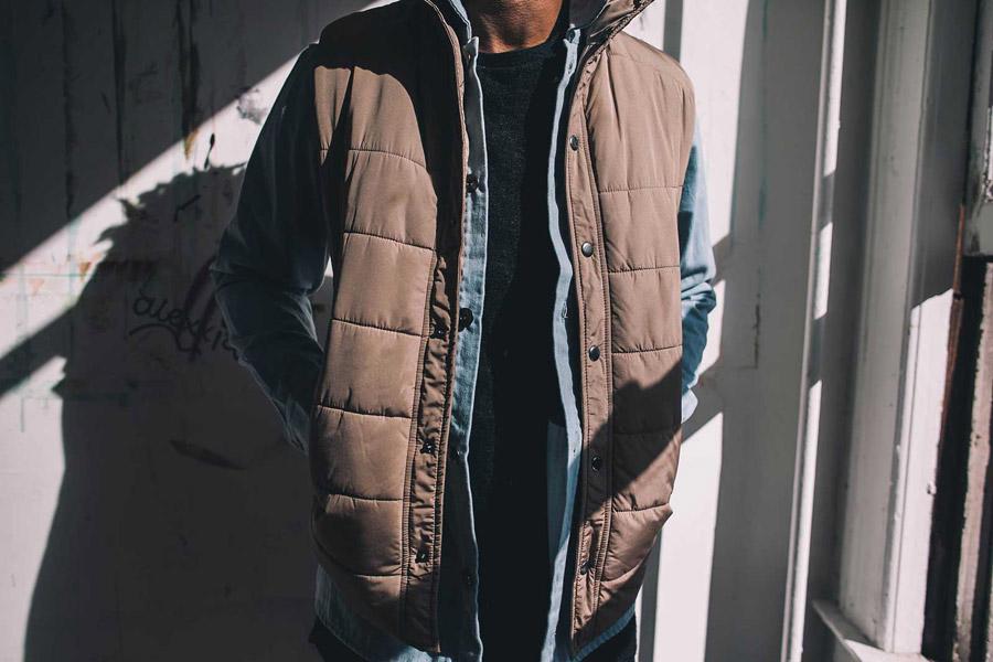 FairPlay — prošívaná vesta — hnědá