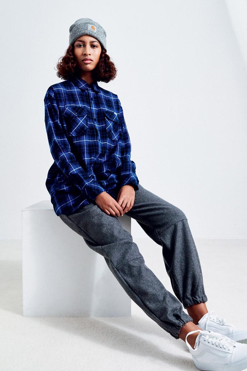 Carhartt WIP — kostkovaná košile, flanelová, dlouhé rukávy, modrá — šedé kalhoty joggers — dámské