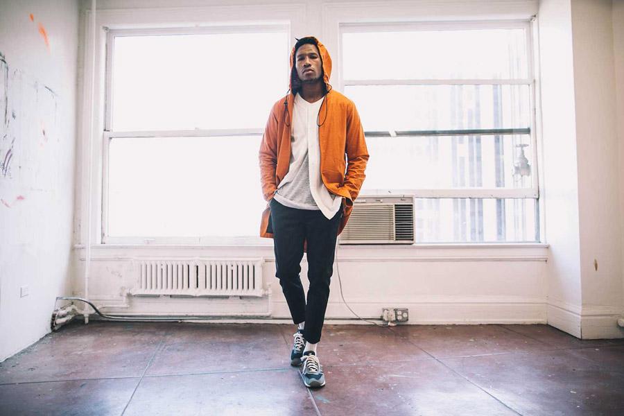 FairPlay — pánská dlouhá bunda s kapucí, oranžová — pánské krátké kalhoty, modré