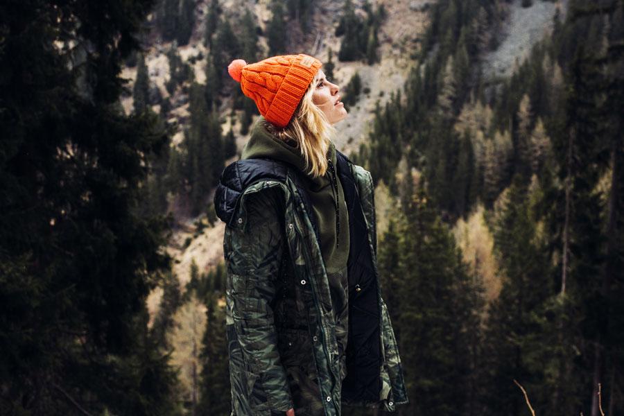 Femi Pleasure — dámská zimní bunda s kapucí — maskáčová