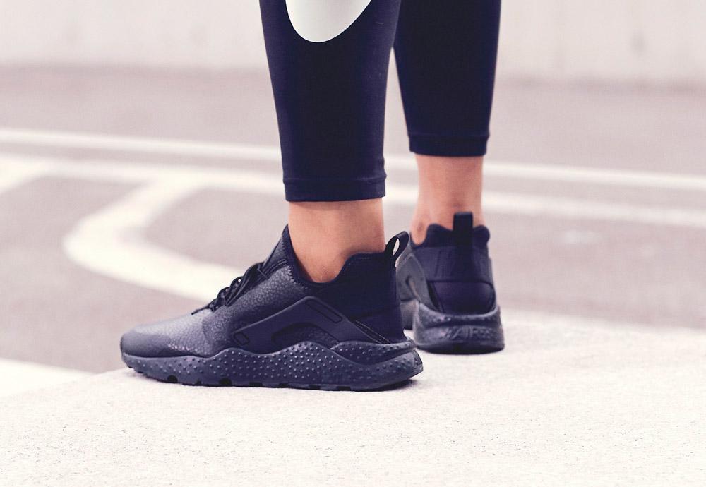 Nike Beautiful x Powerful Collection — Nike Air Huarache Ultra Premium — dámské boty — tenisky — sneakers — černé