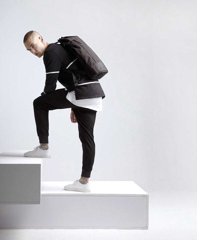 Ucon Acrobatics — černý batoh — urban — městský