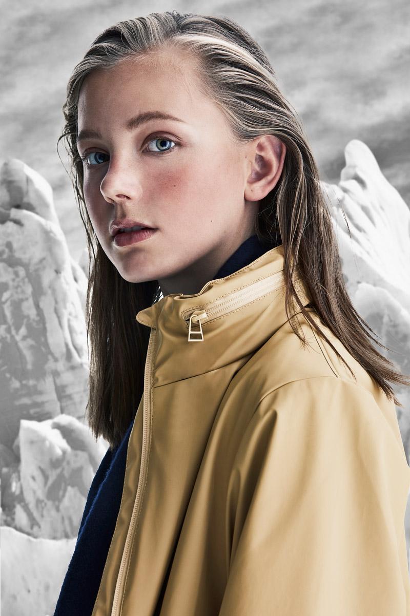 Rains — dámská nepromokavá bunda s kapucí — khaki, béžová — pršiplášťě — bunda do deště