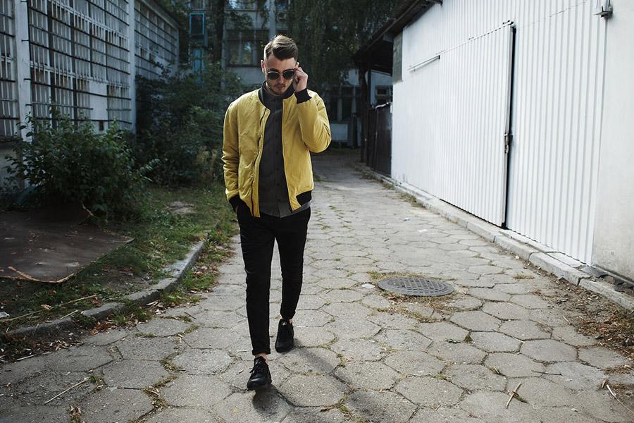 Amokrun — pánský žlutý bomber — pánské pružné černé bavlněné kalhoty — podzim 2016