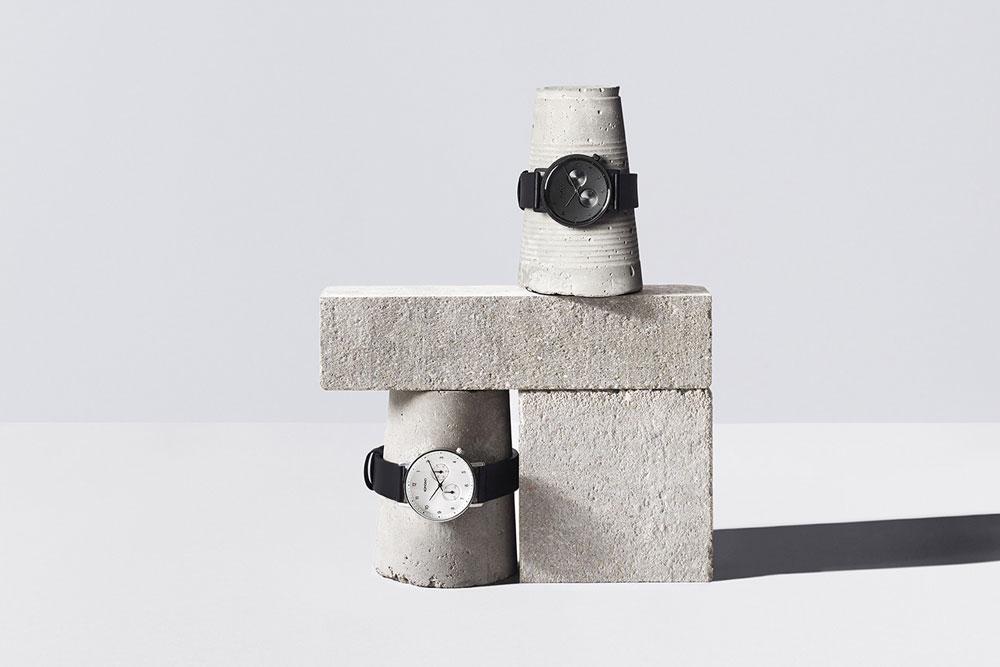 Komono Walther — hodinky — náramkové — černé, černo-bílé