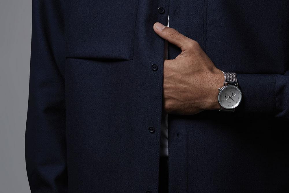 Komono Walther — hodinky — náramkové — ocelové pouzdro, bílý ciferník, ocelový náramek
