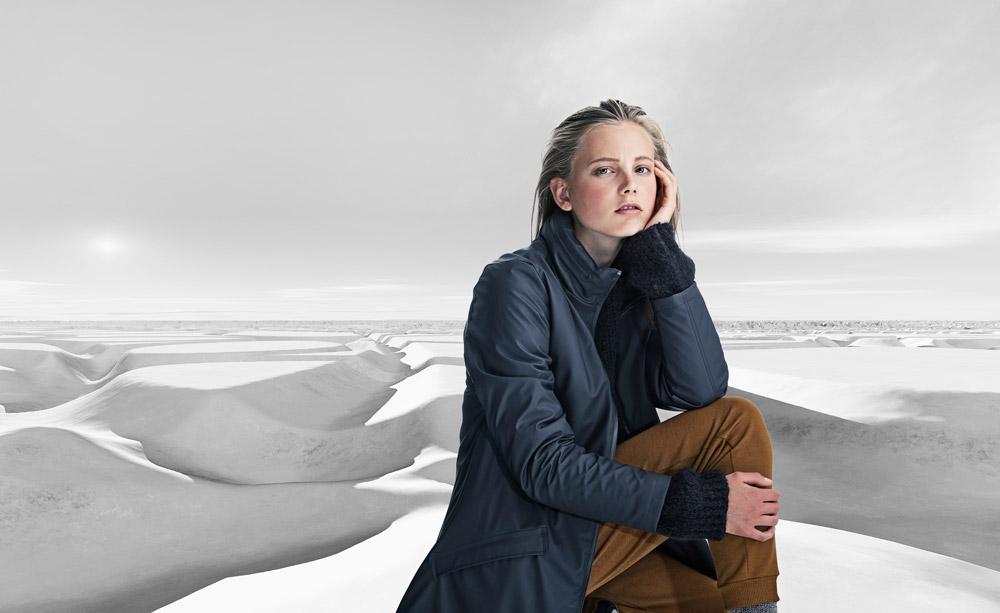 Rains — dámská nepromokavá bunda s kapucí — tmavě modrá — pršiplášťě — bunda do deště