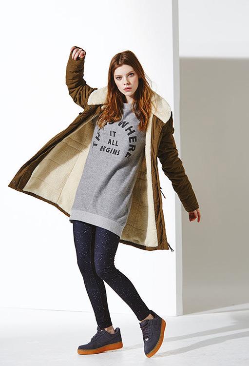 Bench — dámská zimní bunda s kožíškem s kapucí, hnědá, parka — dlouhá šedá mikina — podzim/zima 2016
