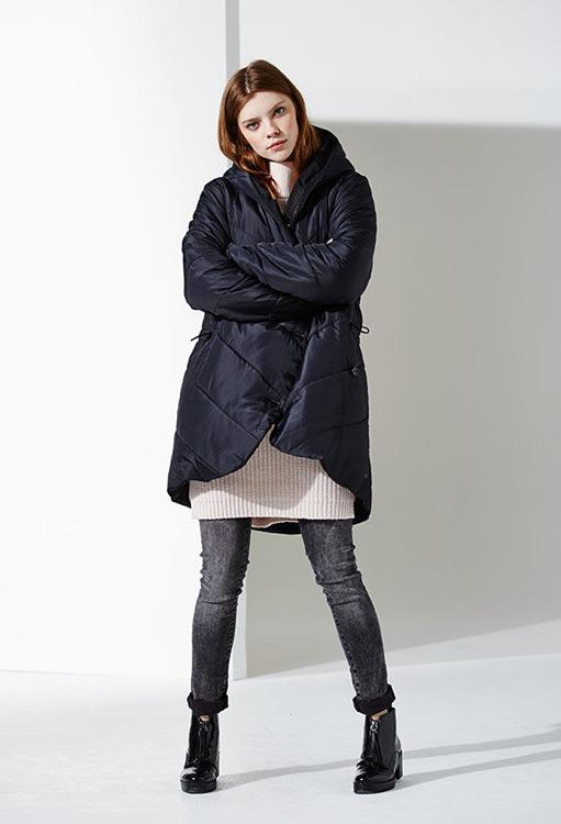 Bench — dámská zimní prošívaná bunda s kapucí — černá — podzim/zima 2016