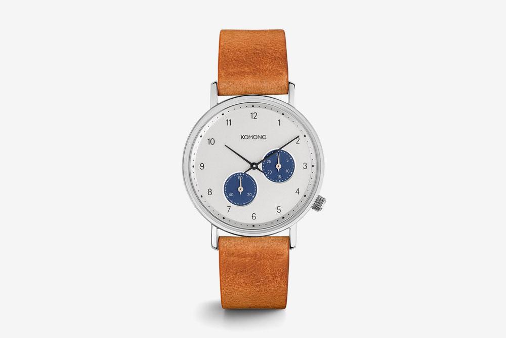 Komono Walther — hodinky — náramkové — ocelové pouzdro, bílý ciferník, hnědý kožený řemínek