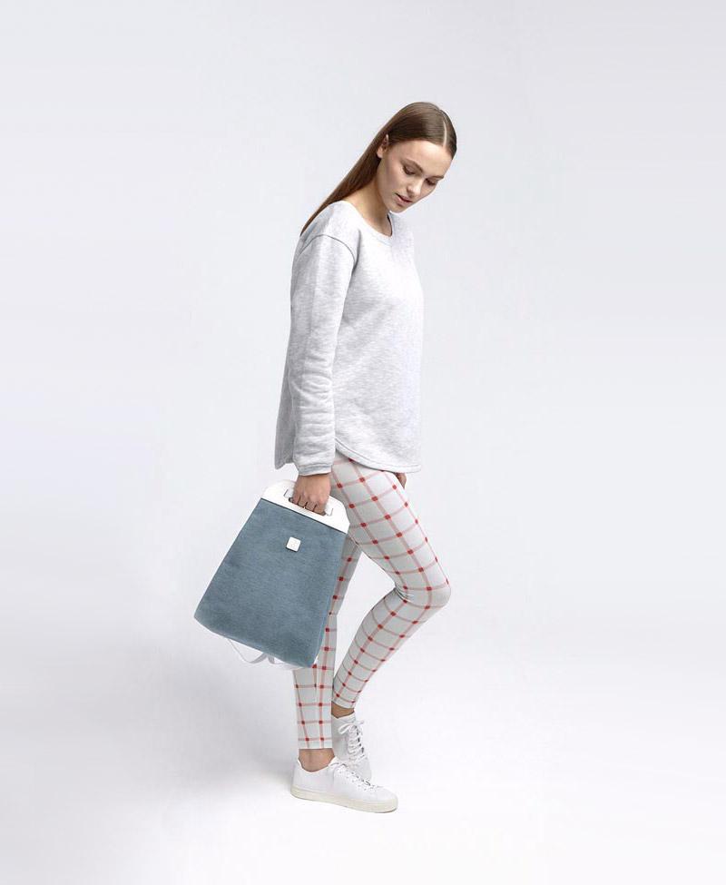Ucon Acrobatics — dámský modrý batůžek — taška do ruky