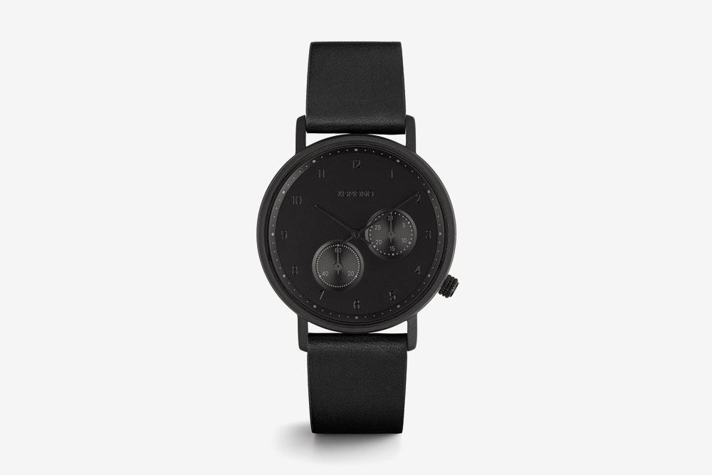Komono Walther — hodinky — náramkové — černé ocelové pouzdro, černý ciferník, černý kožený řemínek