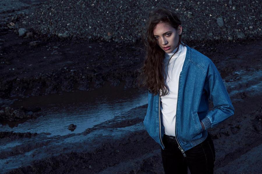 The Hive — modrý dámský džínový bomber — krátká bunda do pasu — bomber jacket — dámské oblečení — podzim/zima 2016