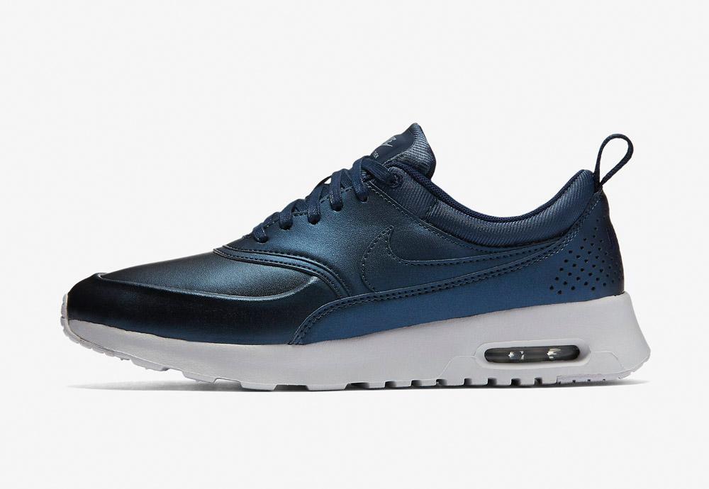 Nike Air Max Thea SE — dámské boty — tenisky — sneakers — metalické — tmavě modré