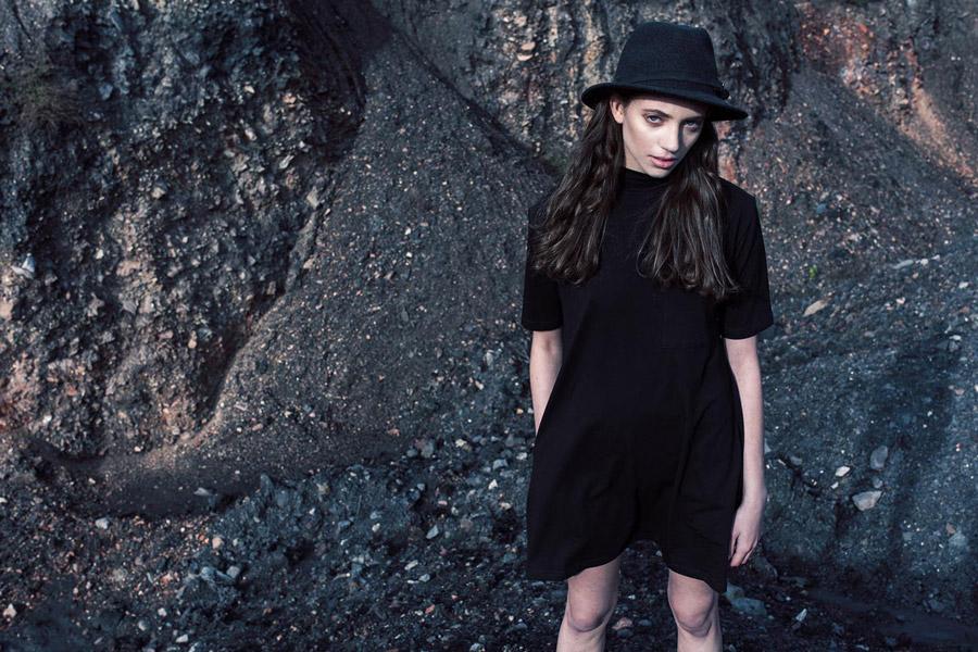 The Hive — černé šaty ke kolenům — dámské — bomber jacket — dámské oblečení — podzim/zima 2016