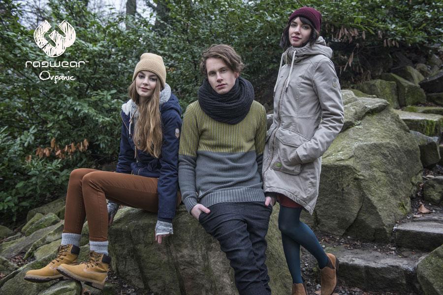 Ragwear — dámská modrá bunda s kapucí — pánský zeleno-šedý svetr — dámská šedá dlouhá parka s kapucí — podzim/zima 2016