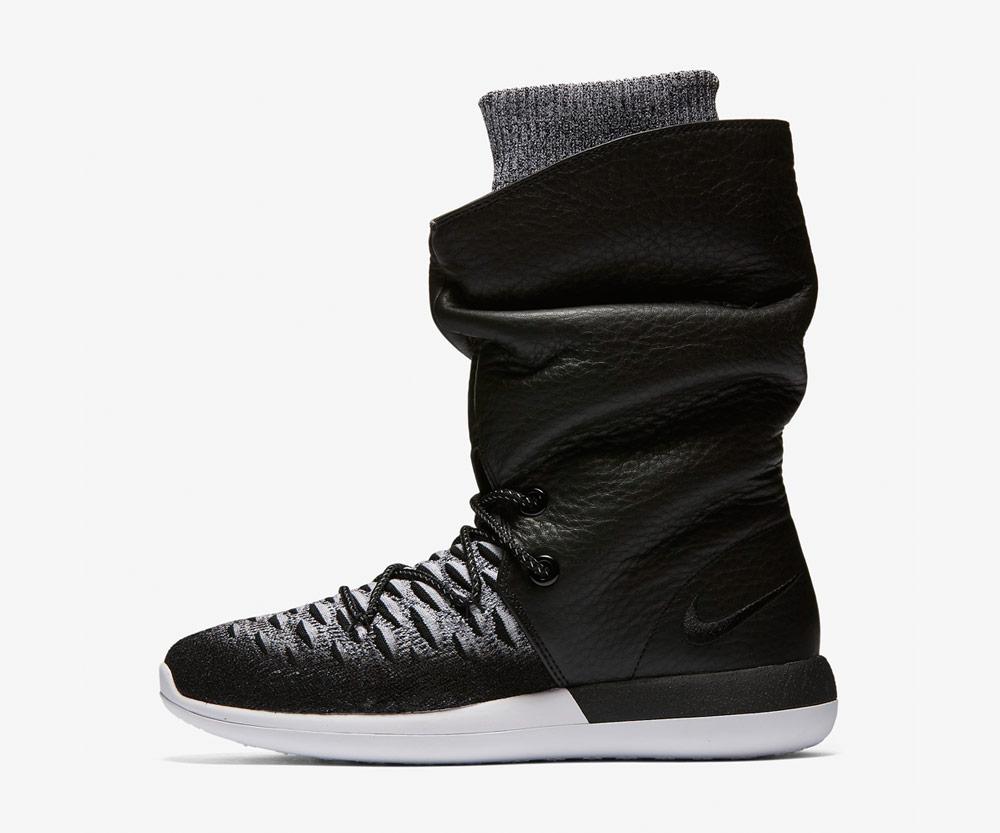 Nike Roshe Two Flyknit Hi — dámské zimní boty — kotníkové — vysoké — voděodolné — sneakers — černo-bílé, černé, bílá podrážka