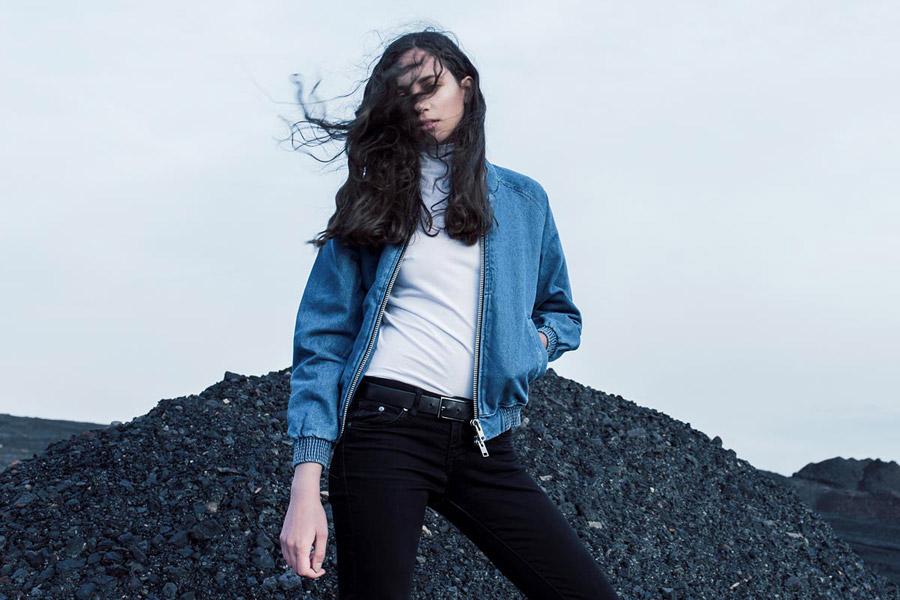 The Hive — krátká bunda do pasu — modrý dámský džínový bomber — bomber jacket — dámské oblečení — podzim/zima 2016