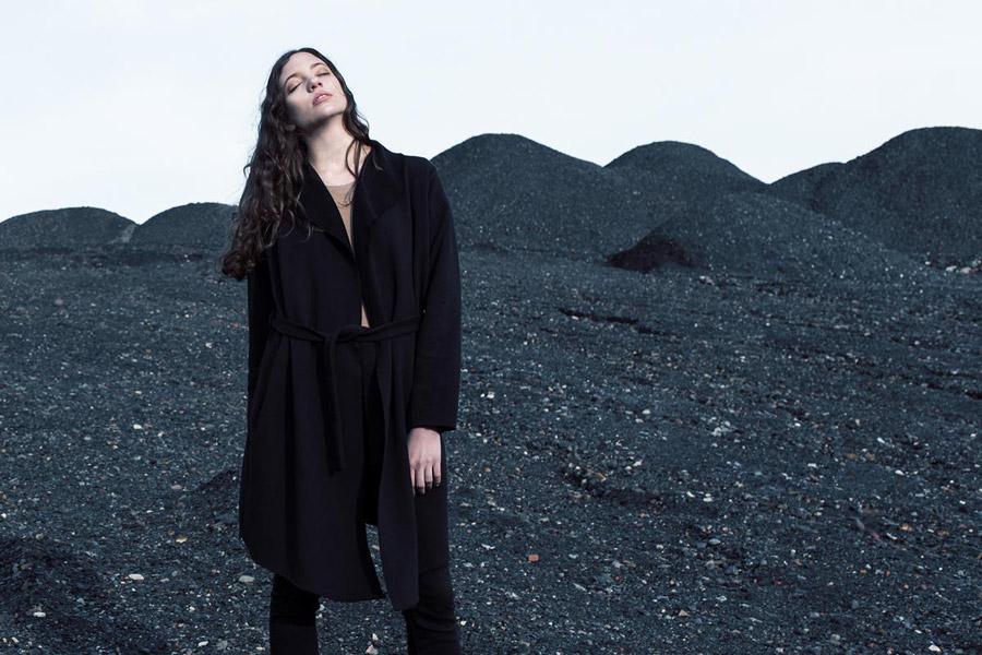 The Hive — dámský kabát — černý — jumper coat — dámské oblečení — podzim/zima 2016