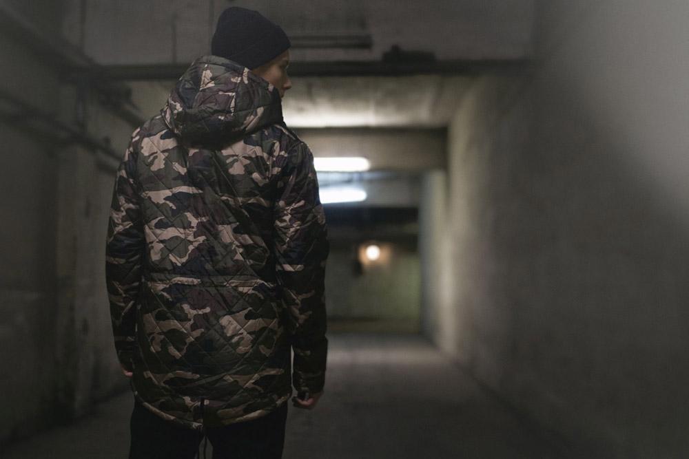 Backyard Cartel — maskáčová zimní bunda s kapucí — dlouhá parka — pánská — podzim/zima 2016