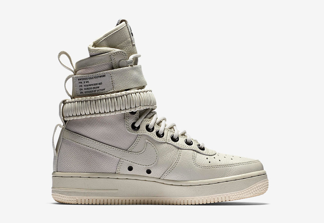 Nike Special Field Air Force 1 — dámské boty — kotníkové — sneakers — vysoké — smetanově bílé
