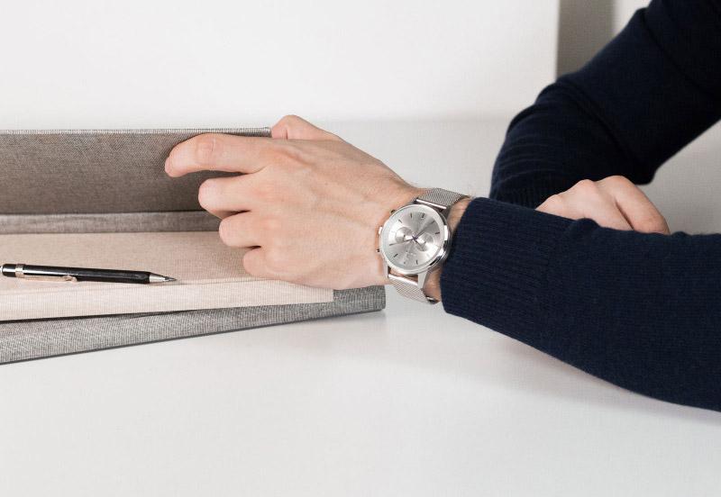 Hodinky Triwa — Stirling Nevil 2.0 — náramkové hodinky — pánské — stříbrný náramek a pouzdro — luxusní, stříbrné