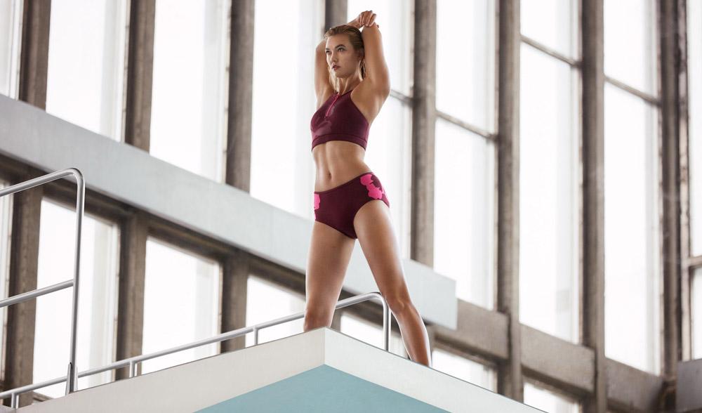 adidas x Stella McCartney — jaro/léto 2017 — dámské sportovní oblečení — vínové plavky — jednodílné