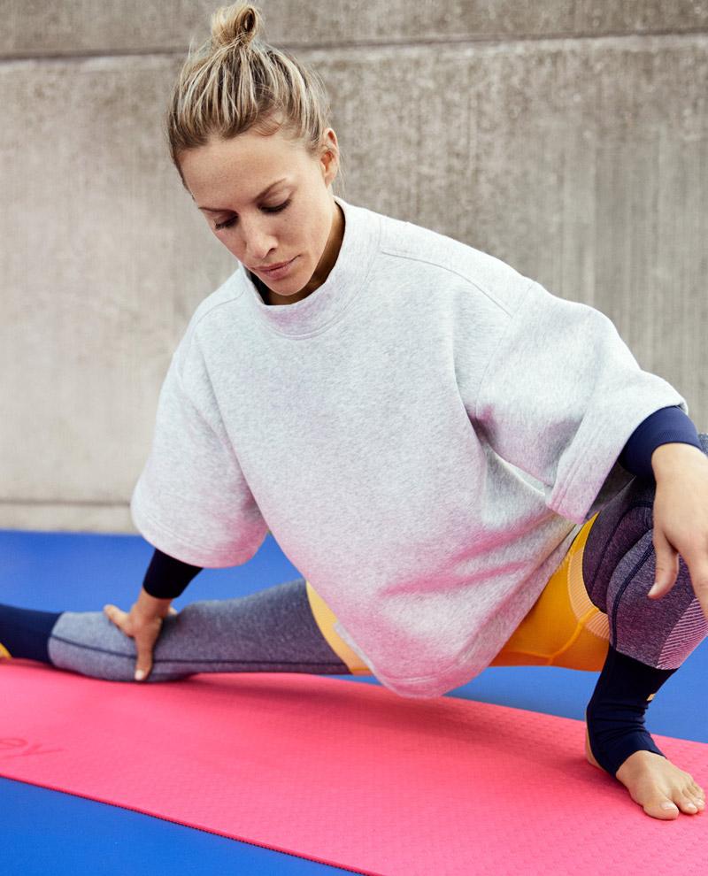 adidas x Stella McCartney — jaro/léto 2017 — dámské sportovní oblečení — šedá mikina
