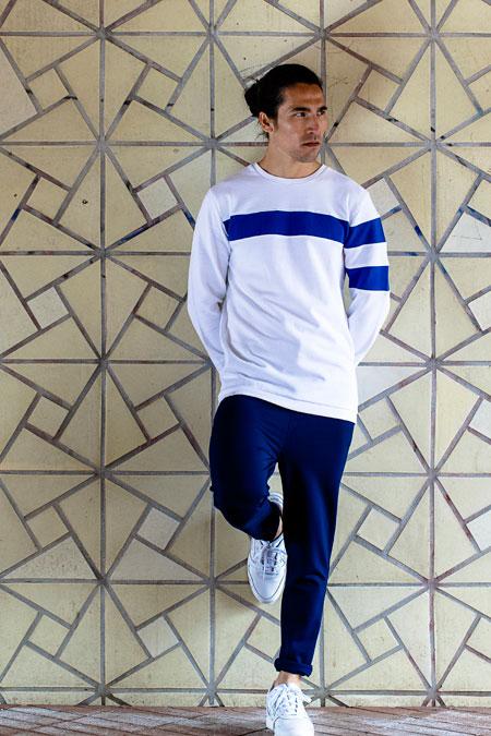 Anerkjendt — pánská bílá mikina bez úpletu s modrým pruhem