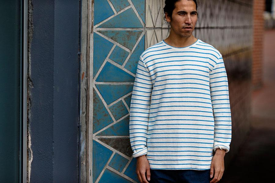 Anerkjendt — silnější bílé tričko s modrými proužky — pánské