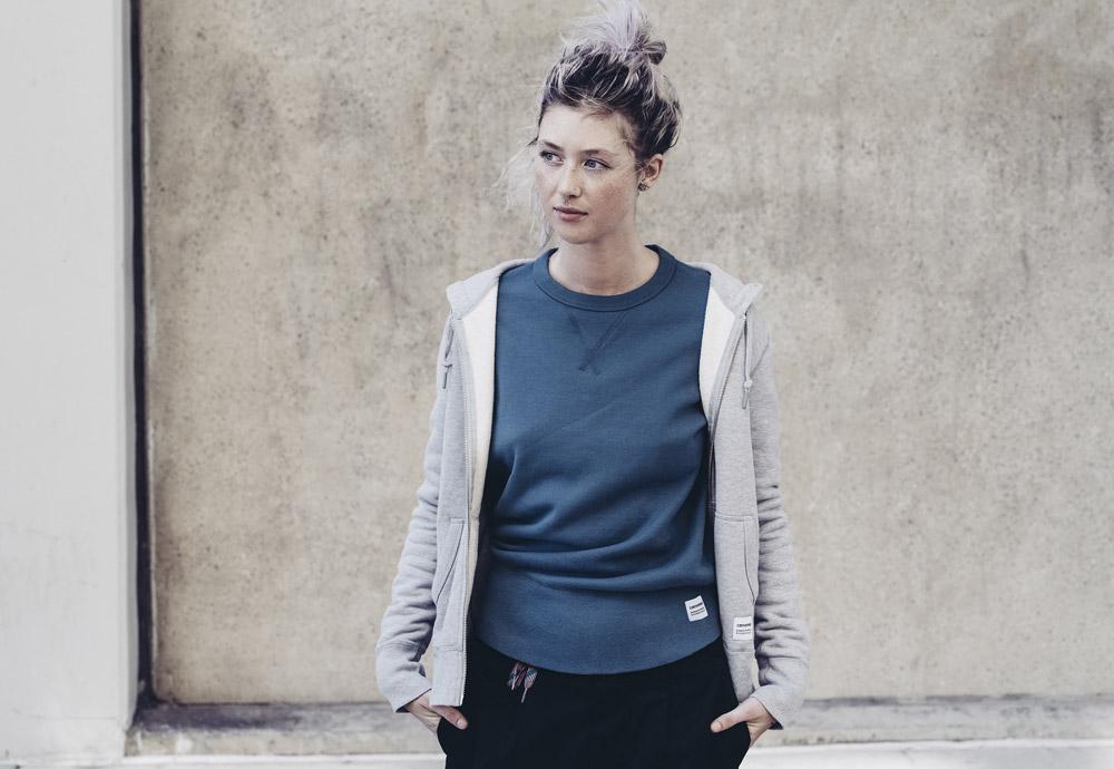Converse Essentials — dámská modrá mikina bez kapuce — dámská šedá mikina na zip s kapucí