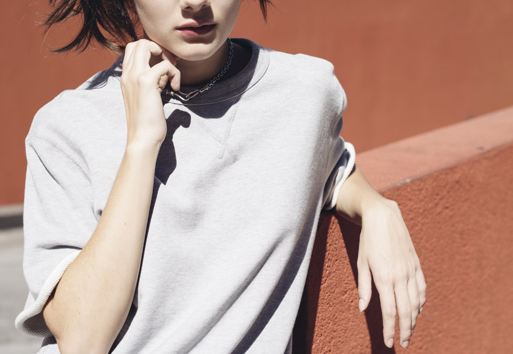 Converse Essentials — dámská šedá mikina bez kapuce — krátké rukávy