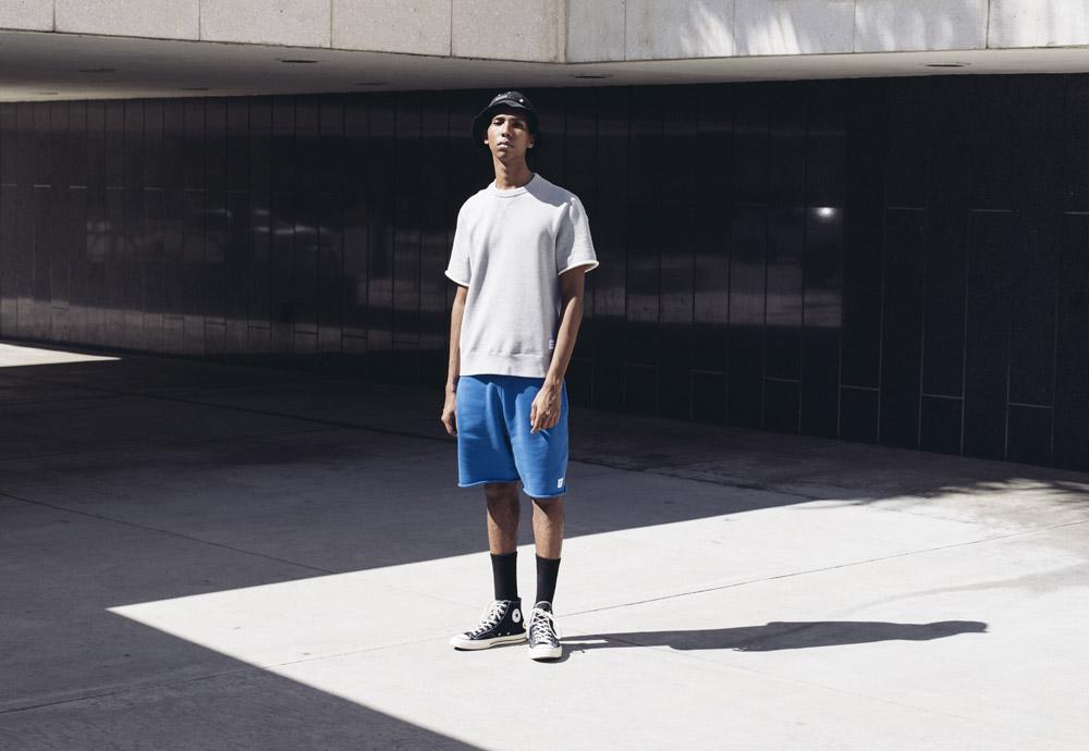 Converse Essentials — šedá pánská mikina s krátkým rukávem — pánské modré šortky, kraťasy