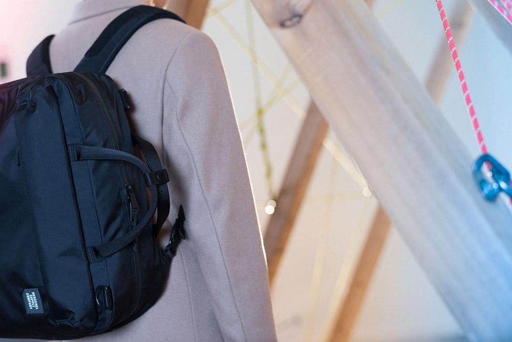 Herschel Supply — batoh na záda, taška do ruky — černý — Britannia Messenger — kolekce Trail
