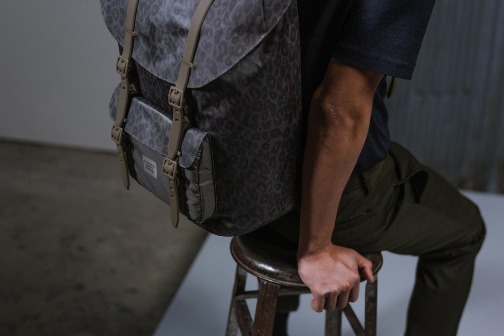 Herschel Supply — Studio — batoh — Little America Backpack — tmavě fialový