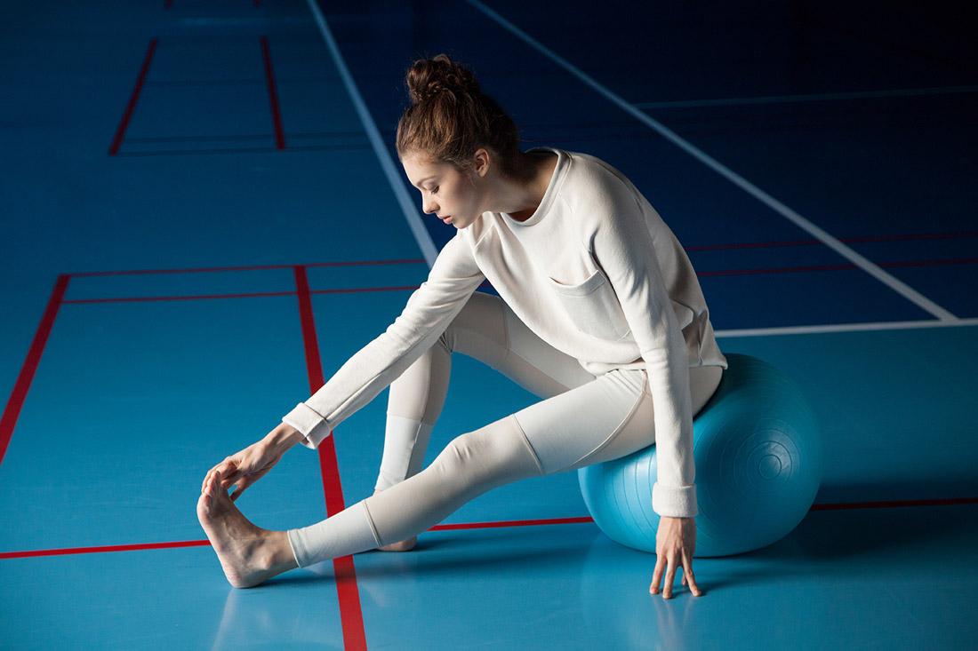 Wemove — bílo-béžové legíny — dámská mikina s kapsičkou — béžovo-bílá — dámské sportovní oblečení