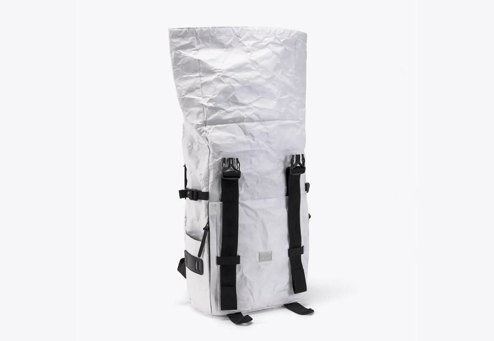 We Are Able — RollTop Tyvek — rolovací batoh na záda — backpack — bílý — mačkaný vzhled