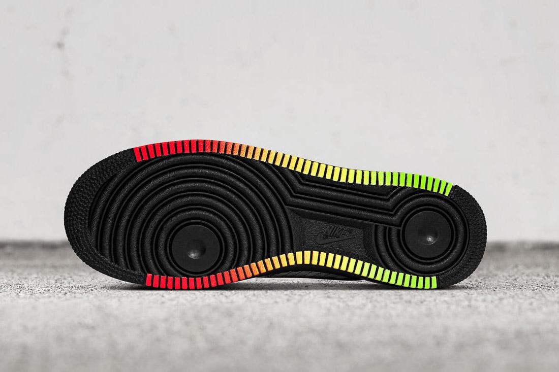 Nike Air Force 1 PE JET — Elton John — tenisky stribrne barvy — sneakers — boty — podrážka, detail