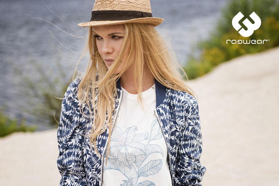 Ragwear — dámské bílé tričko s potiskem — dámský bílo-modrý bomber se vzorem — bunda do pasu — jaro/léto 2017 — lookbook