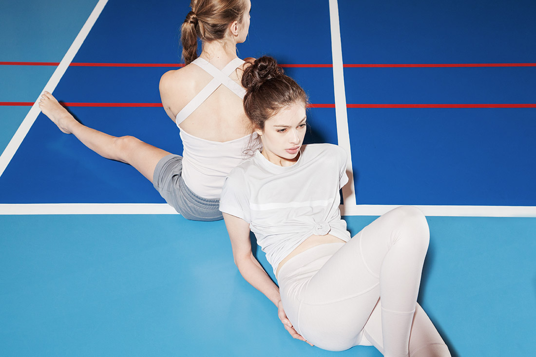 Wemove — béžové tričko — béžové legíny — dámské sportovní oblečení