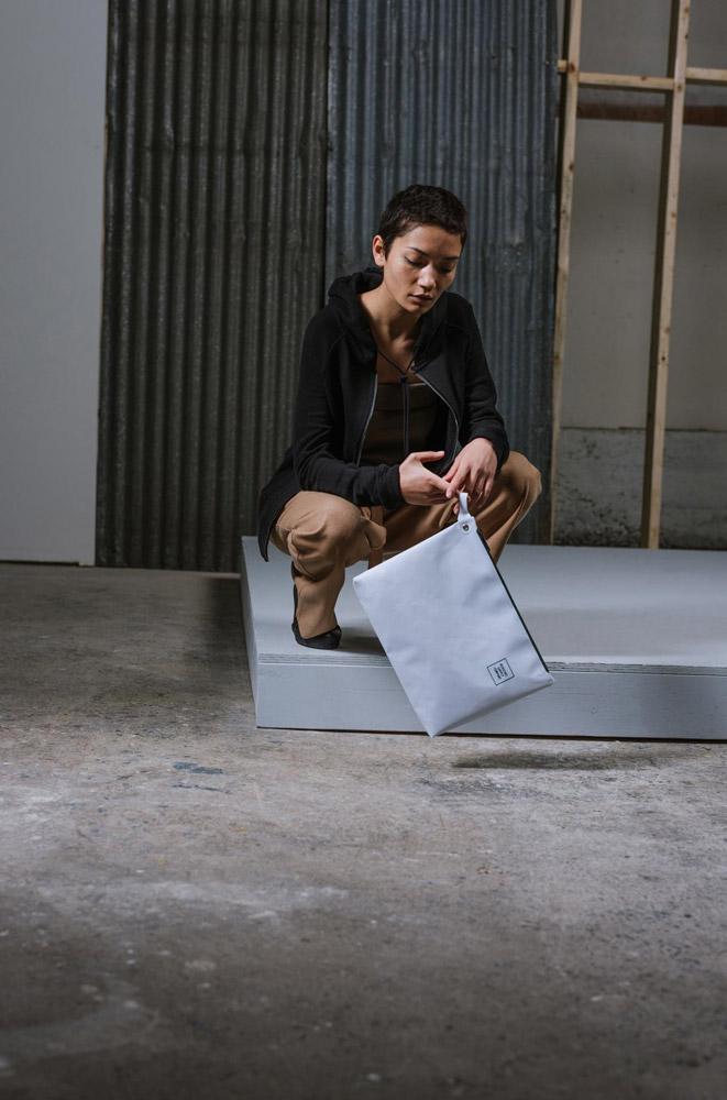 Herschel Supply — Studio — příruční taštička — Folio Pouch XL Tarpaulin — bílá