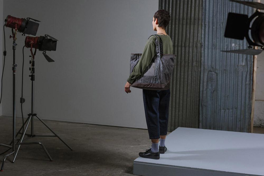 Herschel Supply — Studio — taška — Bamfield Tote Mid-Volume — tmavě fialová