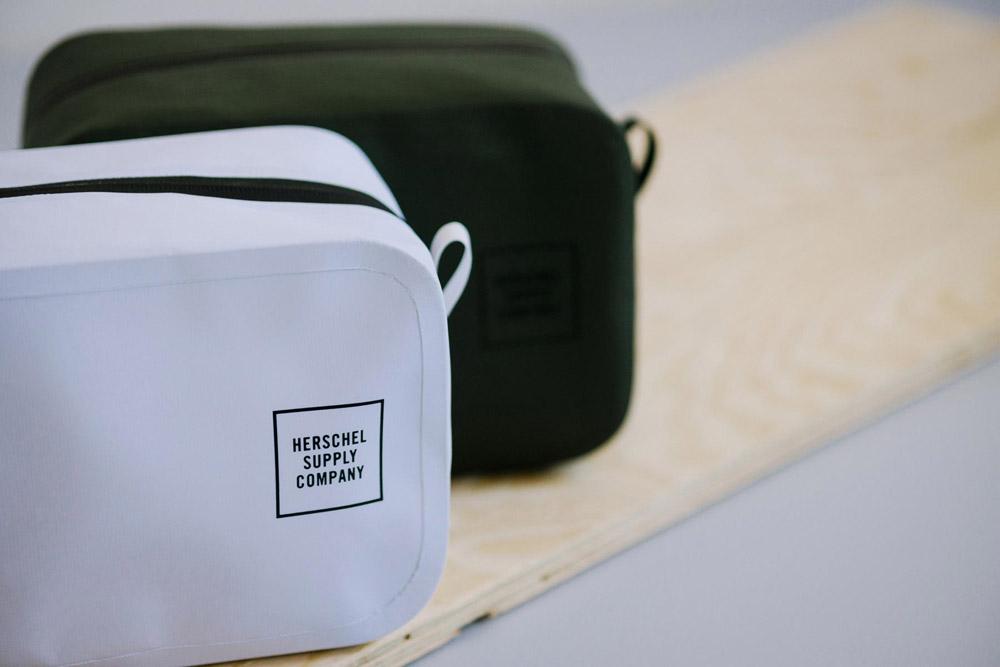 Herschel Supply — Studio — toaletní taštička — Chapter Travel Kit — bílá