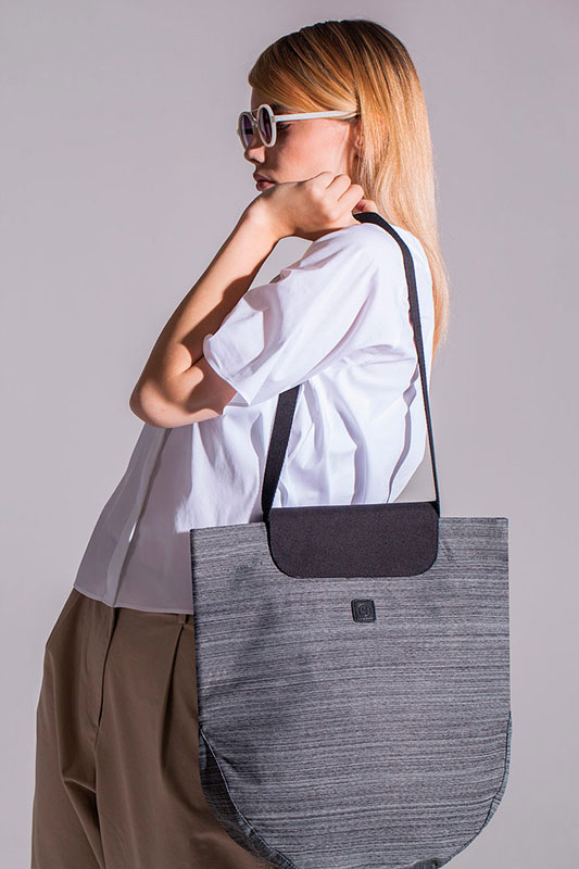 Ucon Acrobatics — taška přes rameno — šedá se vzorem — sustainable, vegan — Pernilla Backpack