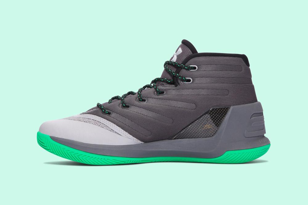 Under Armour Curry 3 — basketbalové boty — kotníkové — pánské — tenisky — sneakers — šedé, zelená podrážka (grey, green) — vnitřní pohled